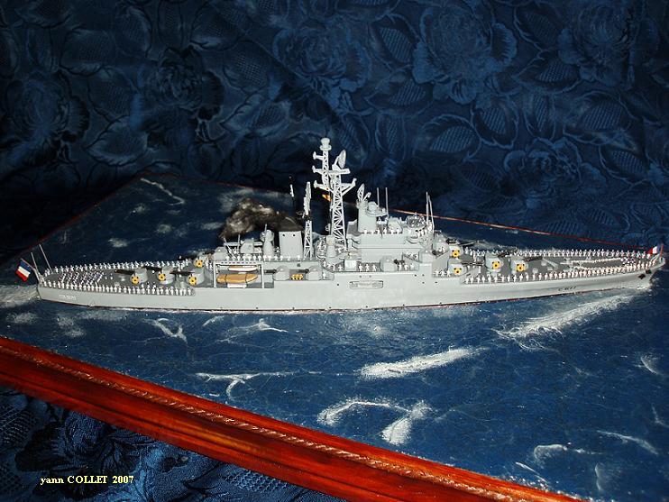 Le Croiseur COLBERT, Heller 1/400 +photodecoupe + resine 83891778s4