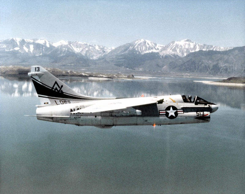LTV A-7 Corsair II [NOUVELLE VERSION] 842235LTVA7BCorsairII9