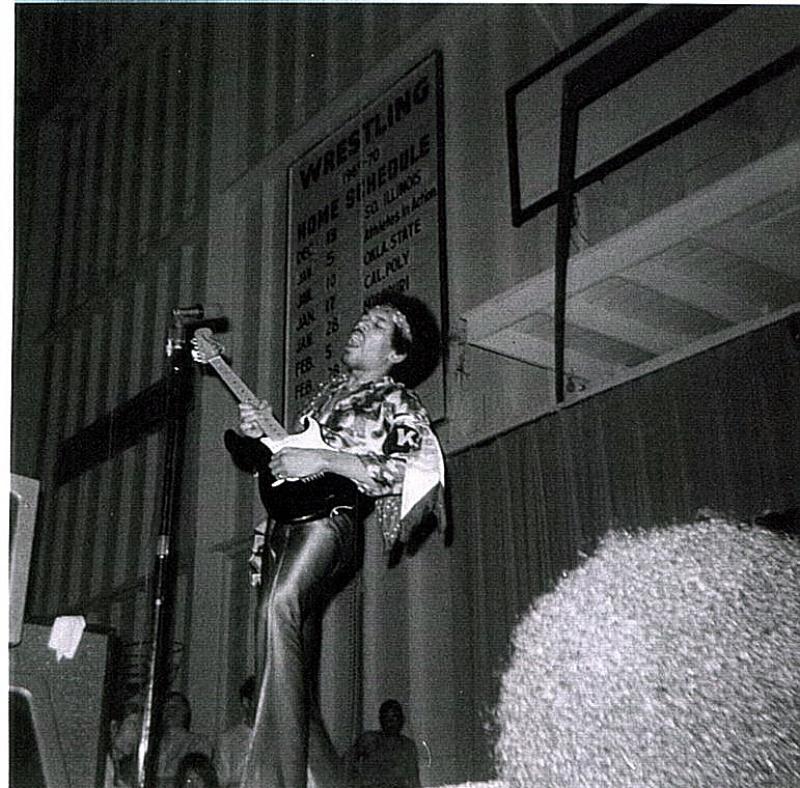 Norman (Field House, University Of Oklahoma) : 8 mai 1970 [Premier concert]  84244619700508Norman1shShow02