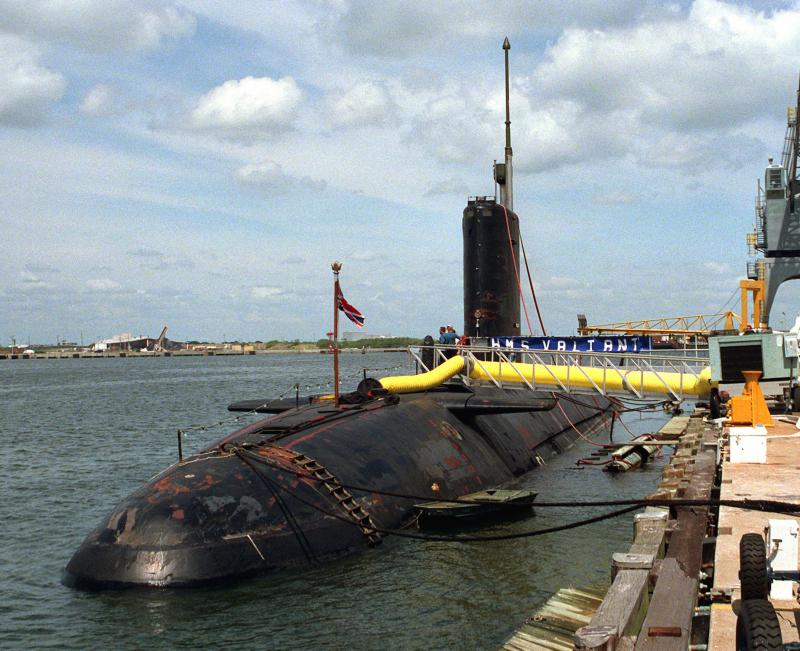 SOUS MARIN NUCLEAIRE D'ATTAQUE HMS DREADNOUGHT 843198HMS_Valiant