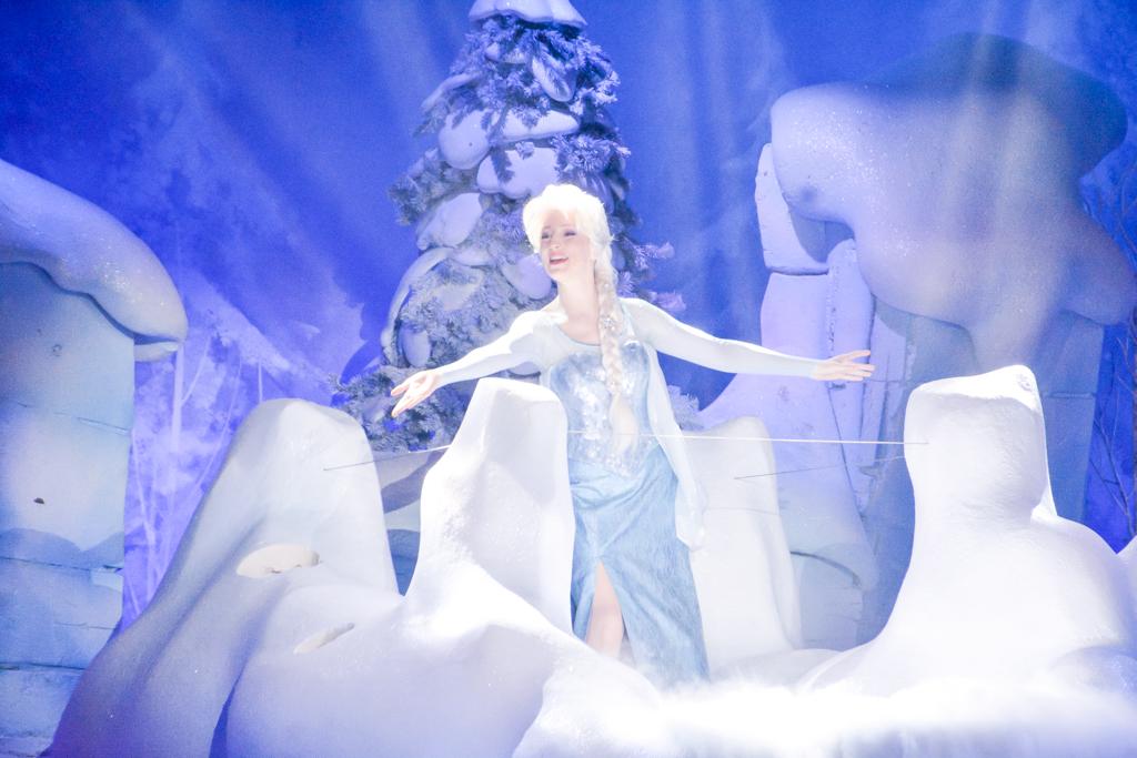 Eté 2015 : La Reine des Neiges, de retour pour givrer l'été du 1er juin au 13 septembre 2015 - Page 7 84370531mai1595