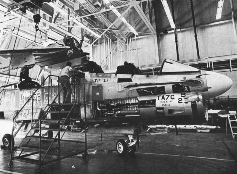 LTV A-7 Corsair II [NOUVELLE VERSION] 853494LTVTA7CCorsairII2