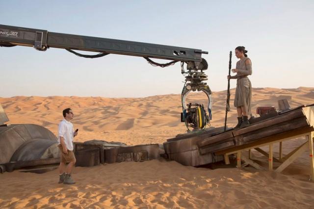 Star Wars : Le Réveil de la Force [Lucasfilm - 2015] - Page 2 85468913Z5
