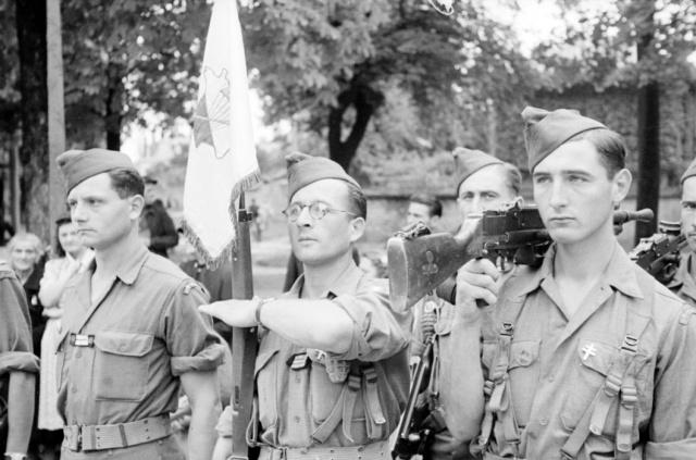Le Bataillon de Choc 1943/1963. Photos. 855444Dijonsept44LtIselinSCBourgeoisetchasseurGarcin2meCie