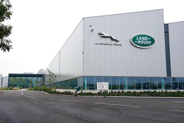 Le Land Rover Discovery Sport Reçoit Les Moteurs Diesel Ingenium 856877JLREMCOpeningIngeniumImage3010140398055