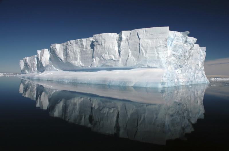 L'Everest des Mers le Vendée Globe 2016 - Page 5 857041icebergcreditistockr16801200