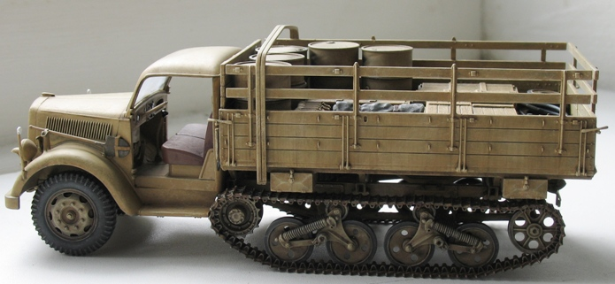 Opel Maultier  Dragon 1/35 - Page 2 859289modles122004