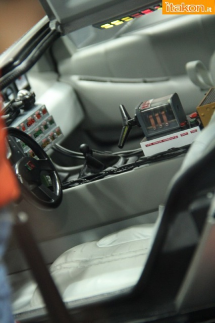 HOT TOYS - Back to the Future - Marty McFly 864541sdcc2014hottoysbooth61