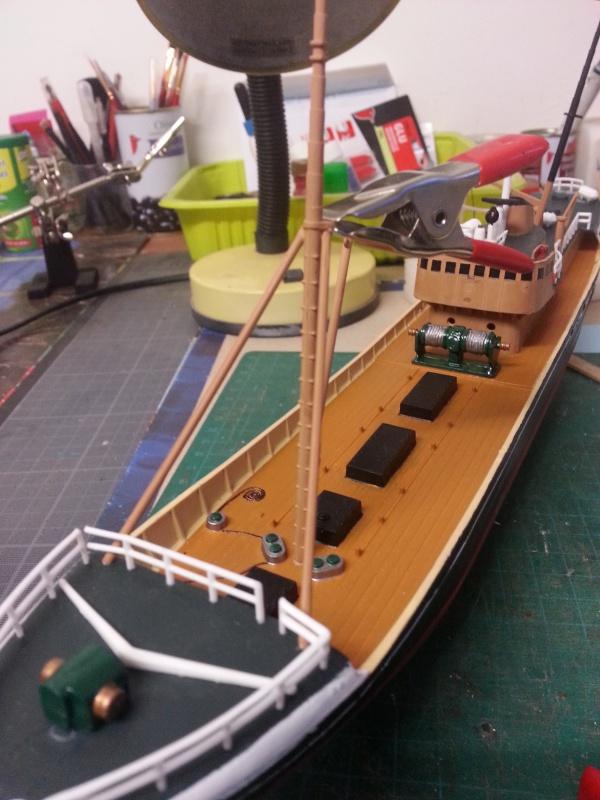 NorthSea Fishing Trawller de Revell au 1/142° - Page 2 873890Ch20