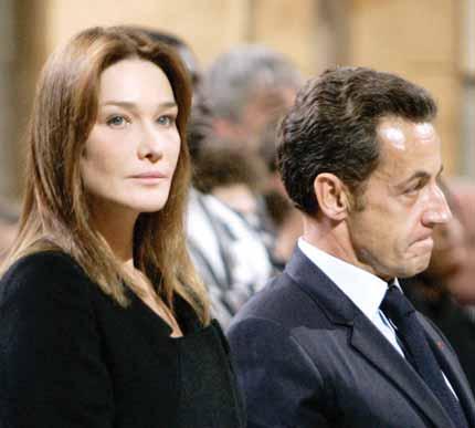 «كارلا.. حياة سرية» كتاب يثير جدلا في فرنسا (عارضة الأزياء توقع الرئيس)   874559Pictures_2010_09_19_a4e3fed7_9d5b_442e_aba5_e19cea1d9620
