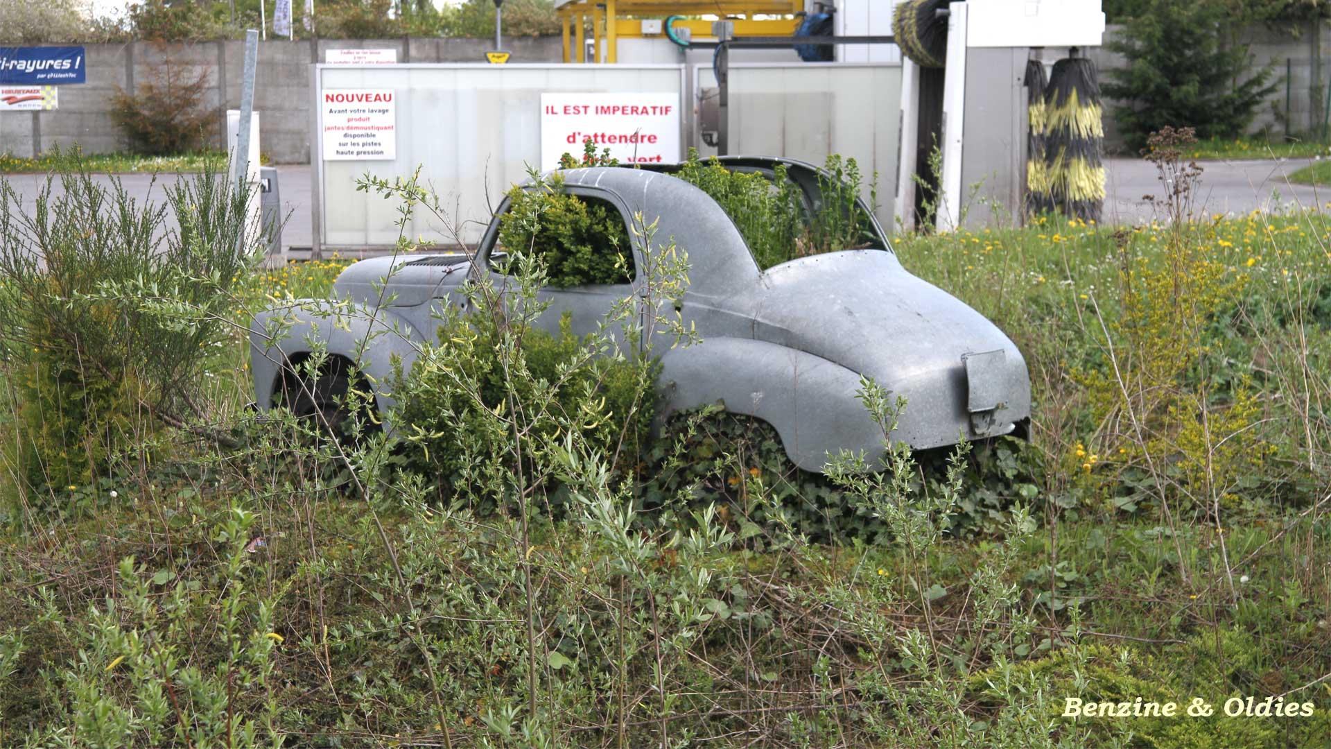 une Simca 6 carrosserie aluminium oubliée dans la nature - Simca6 888050simca6street18w19201080
