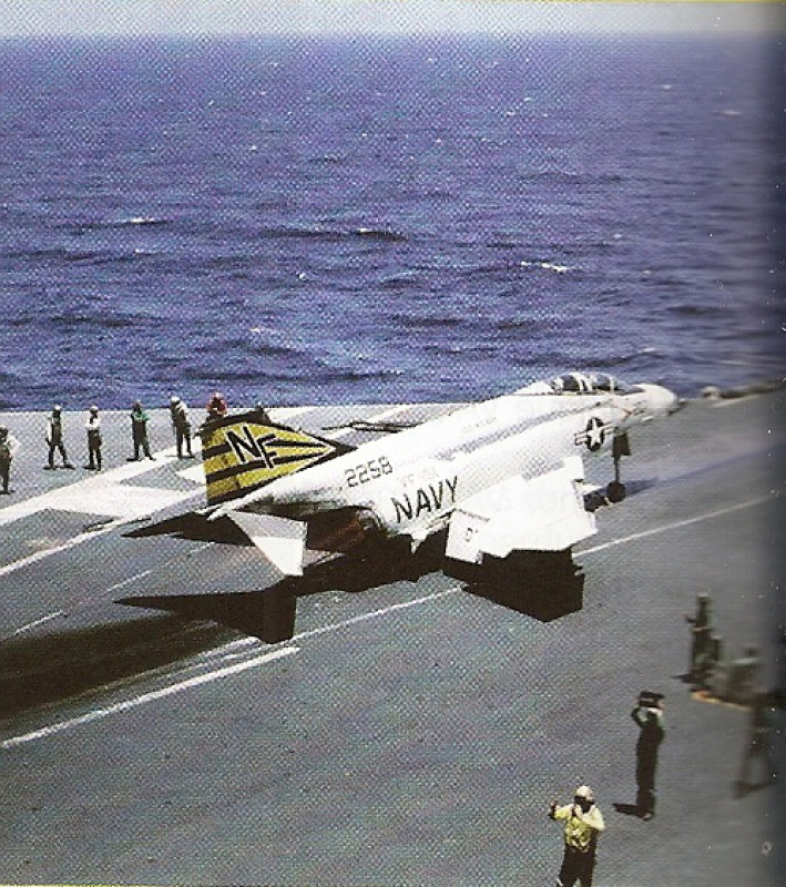 MCDONNELL F-4 PHANTOM II [NOUVELLE VERSION] 889867McDonnellF4BVF151USSMidway1971