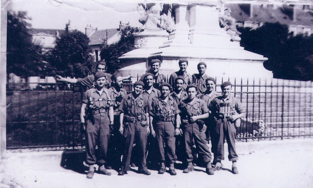 Le Bataillon de Choc 1943/1963. Photos. 893136Dijonsept44PlaceDARCY1resection2meCie1errangGDLtIselinRouvetBoinotJumeauetX2merangLeSolleuzSalomEspinachXetX3rangXLourmireetX