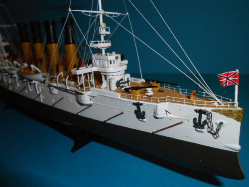 """Croiseur Russe """"VARYAG"""" 1/350 PE + Pont en bois de chez Zvezda 896266Croiseur002"""
