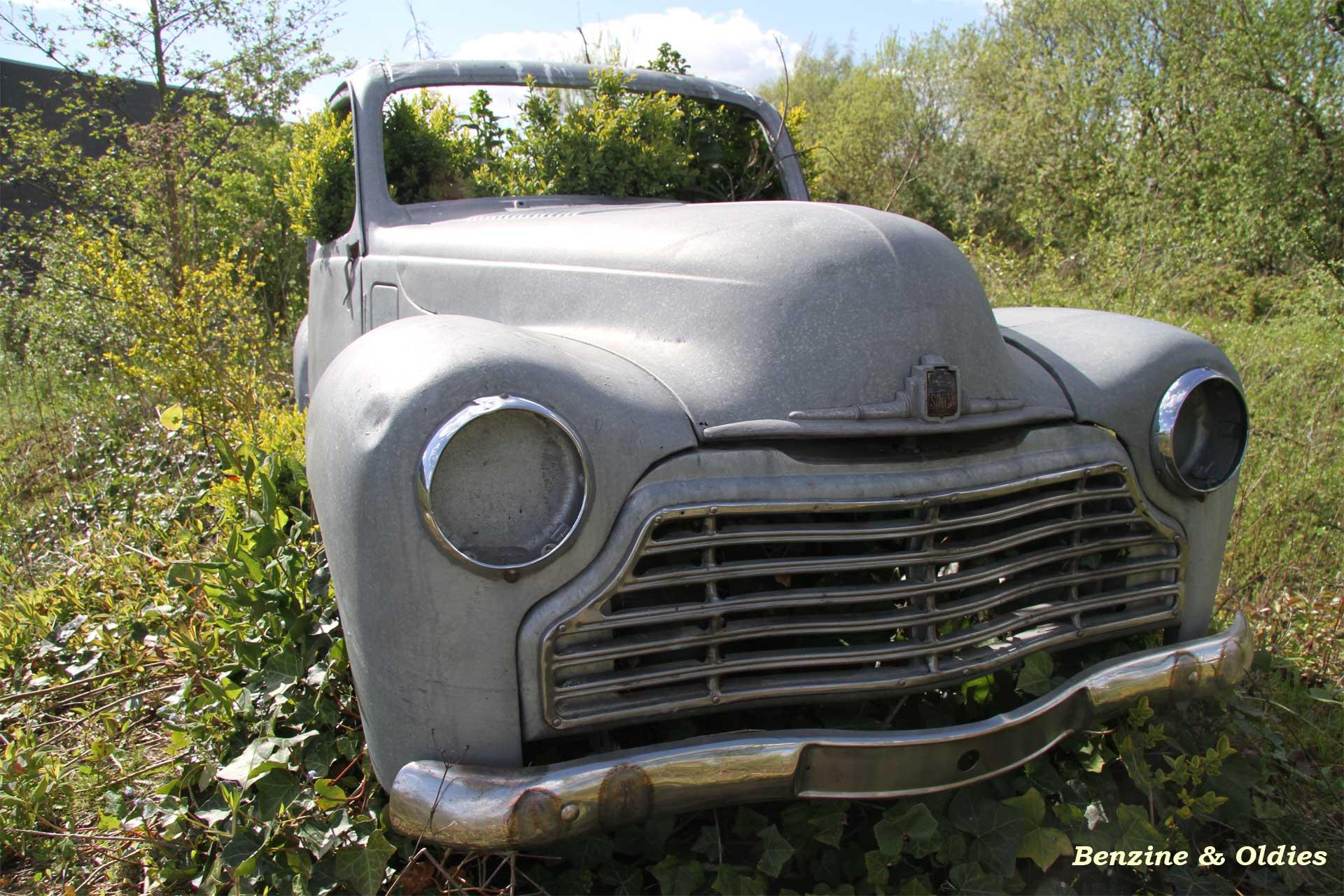 une Simca 6 carrosserie aluminium oubliée dans la nature - Simca6 901186simca6street30w19201280
