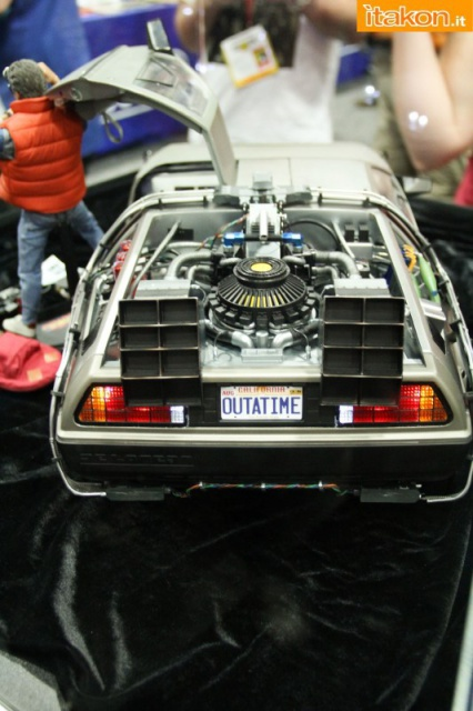 HOT TOYS - Back to the Future - Marty McFly 910296sdcc2014hottoysbooth55