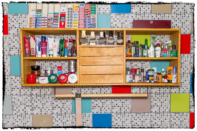 Photos de votre armoire spéciale rasage (ou de la partie réservée au rasage) - Page 5 924387Overview5460