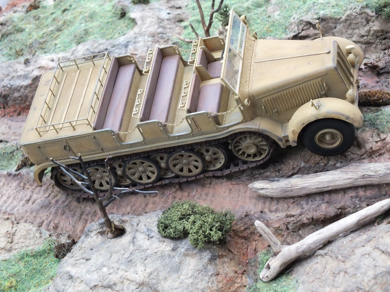 Sd.Kfz.8 Schwerer Zugkraftwagen 12 ton (Trumpeter 1/35) (DÉBUT DE PEINTURE) - Page 3 927549DSCF6420