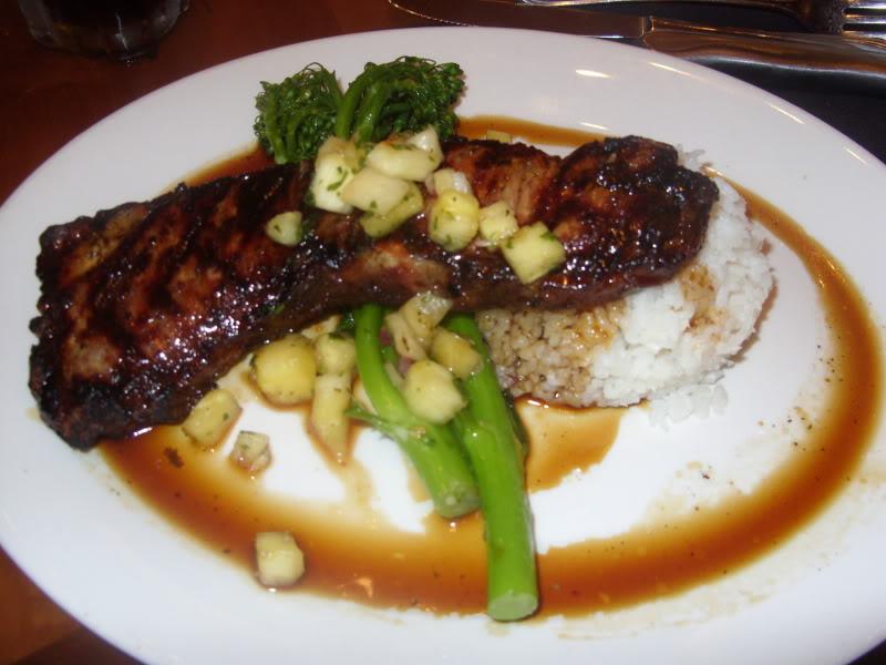 Photos des plats des restaurants de WDW,DCR - Page 16 927652konacafeteriakisteakwithpineapple