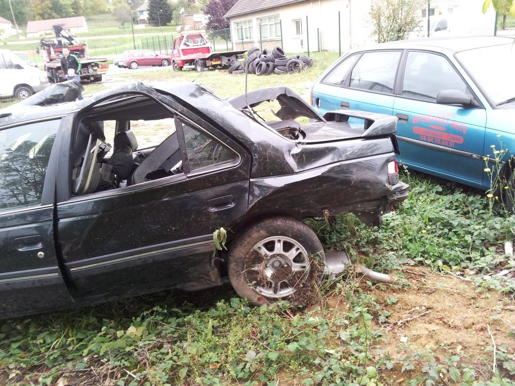Accident grave avec Peugeot 405 STDT 93067020111012155034