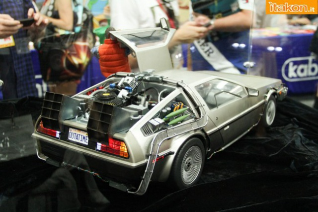 HOT TOYS - Back to the Future - Marty McFly 931727sdcc2014hottoysbooth54