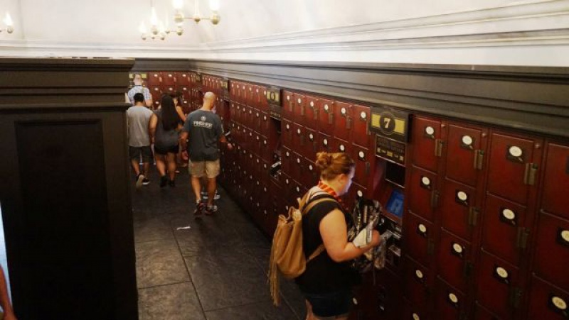 [18-31 octobre 2014] Voyage de noces à Walt Disney World et à Universal - Page 22 934069lockers1