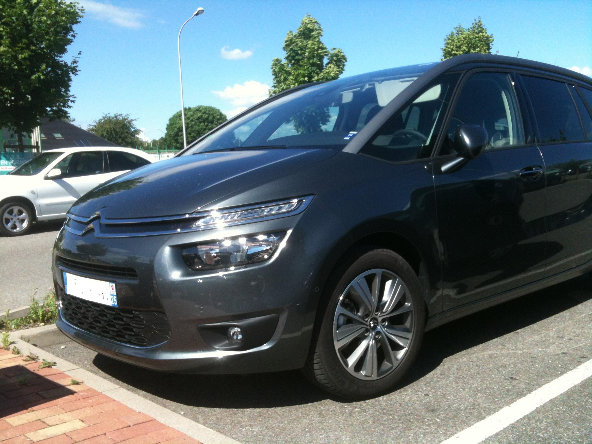 [SUJET OFFICIEL] Citroën Grand C4 Picasso II  - Page 3 942443IMG2607