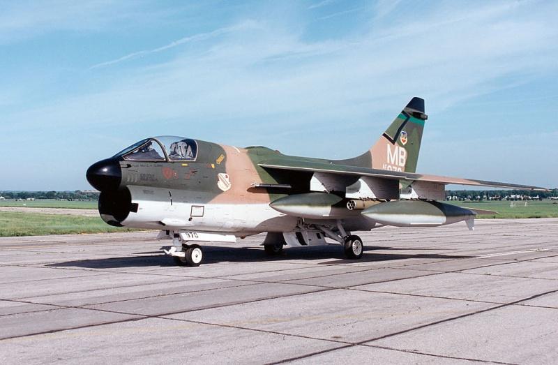 LTV A-7 Corsair II [NOUVELLE VERSION] 944410LTVA7DCorsairII4