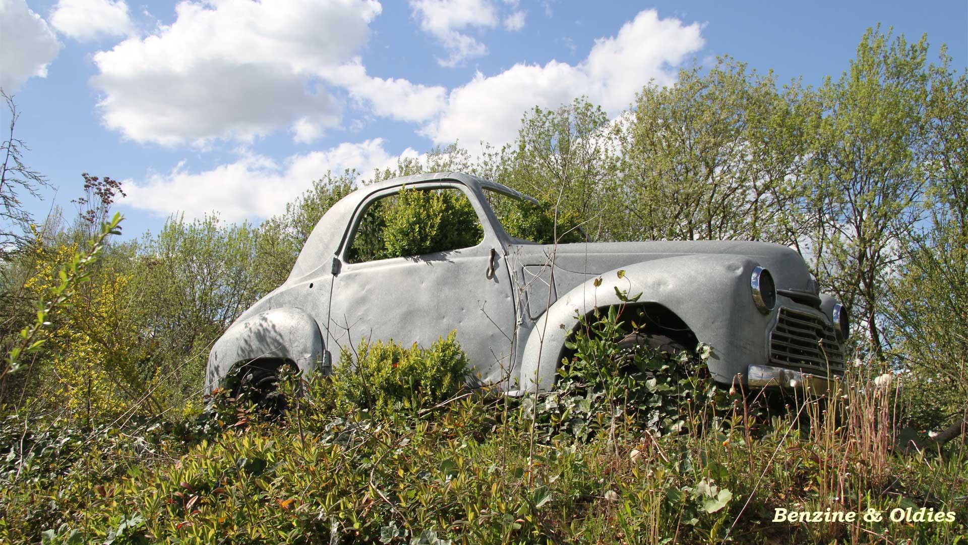 une Simca 6 carrosserie aluminium oubliée dans la nature - Simca6 948342simca6street27w19201080