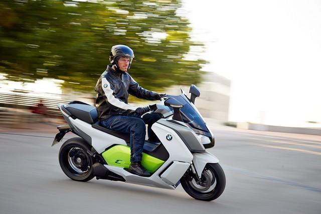 Venez essayer le scooter électrique BMW C evolution au 1er Salon du Véhicule Electrique de Val d'Isère du 16 au 19 juillet 2015. 957495P90132896
