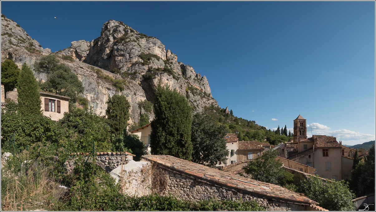 PBVF 67: Moustiers Ste Marie 957576LR6P1170070Panorama