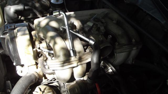 [BMW 316 i E36] Réparation d'une fuite d'essence moteur 96085420dmontagepipeadmission