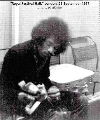 Londres (Guitar-In Royal Festival Hall) : 25 septembre 1967 96614819670925Backstage