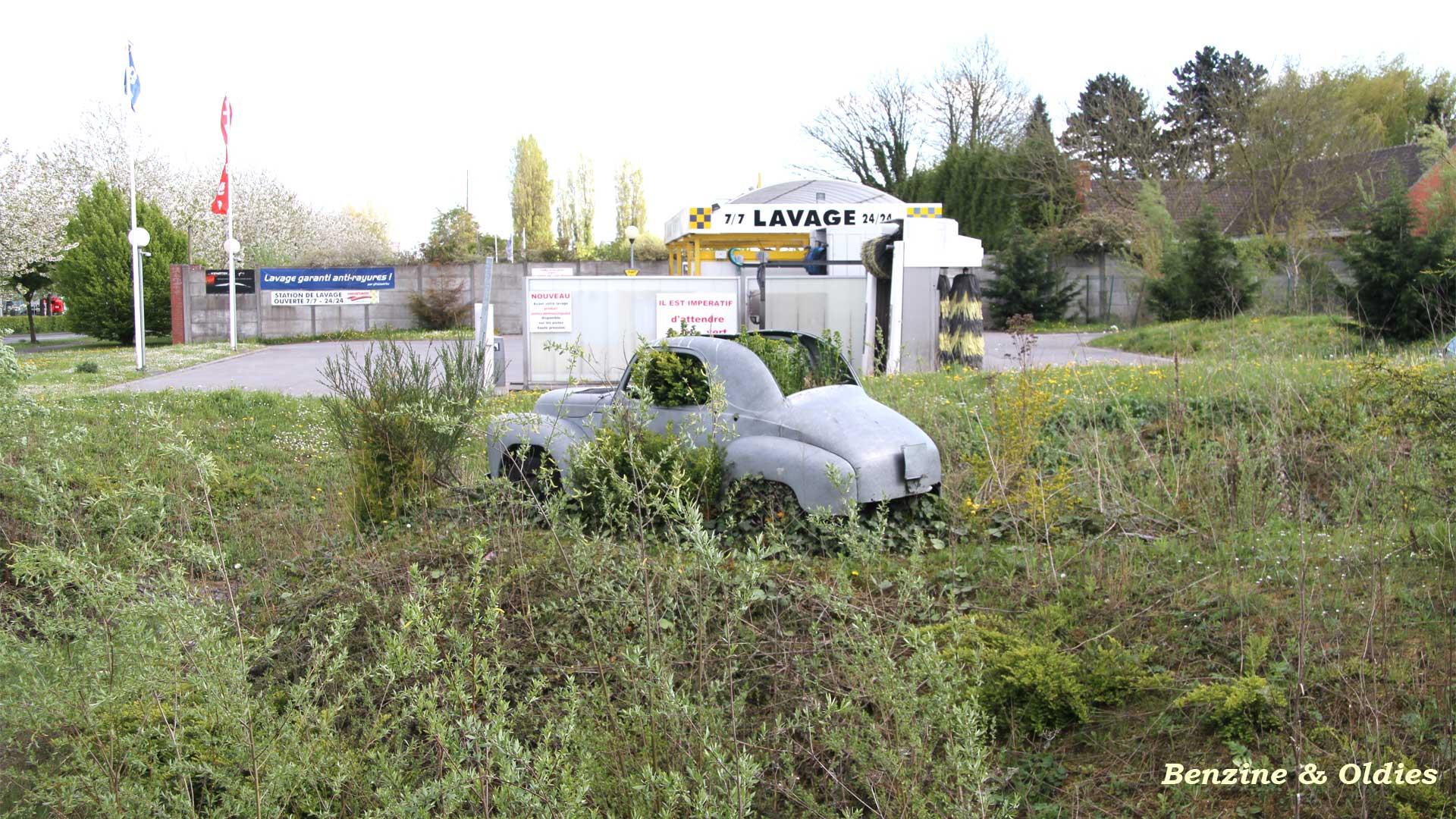 une Simca 6 carrosserie aluminium oubliée dans la nature - Simca6 971688simca6street17w19201080