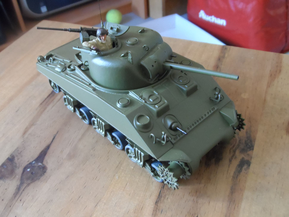 M4 Sherman late production Tamiya 1/35 - Page 3 977683SAM0396