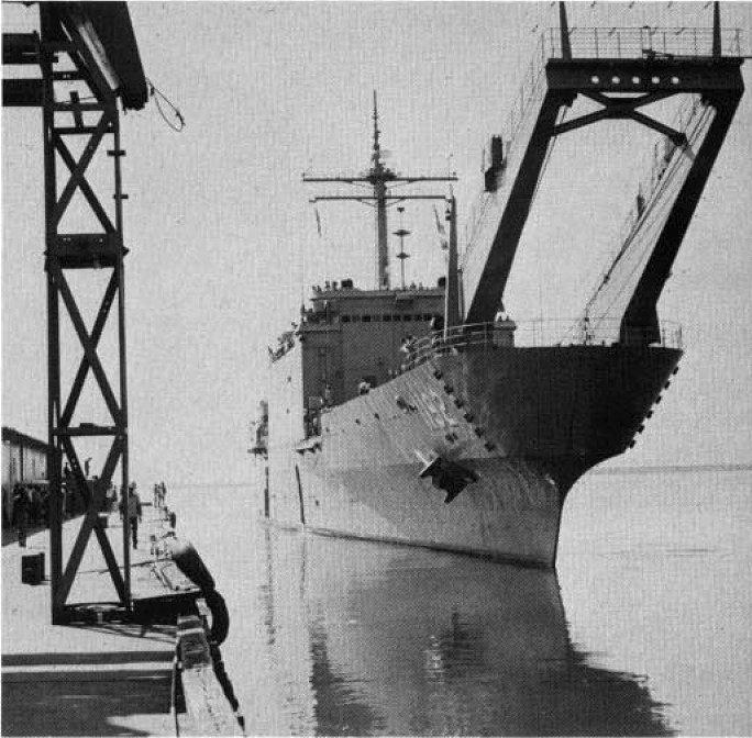 LANDING SHIP TANK (LST) CLASSE NEWPORT  983828USSSpartanburgCountyLST1192annessoixantedix