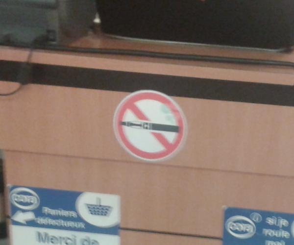 """[SONDAGE] Avez vous déjà vu ces petits panneaux """"Interdiction de vapoter"""" ?  986880Vapoteinterdite02"""