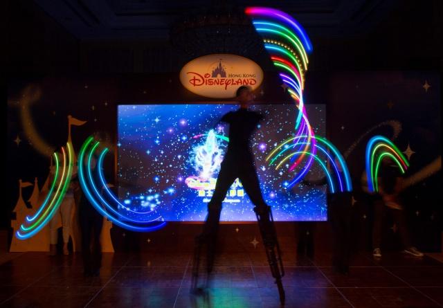 [Hong Kong Disneyland] Nouvelle parade nocturne : Disney Paint the Night (1er Octobre 2014)  - Page 2 989340dpn1
