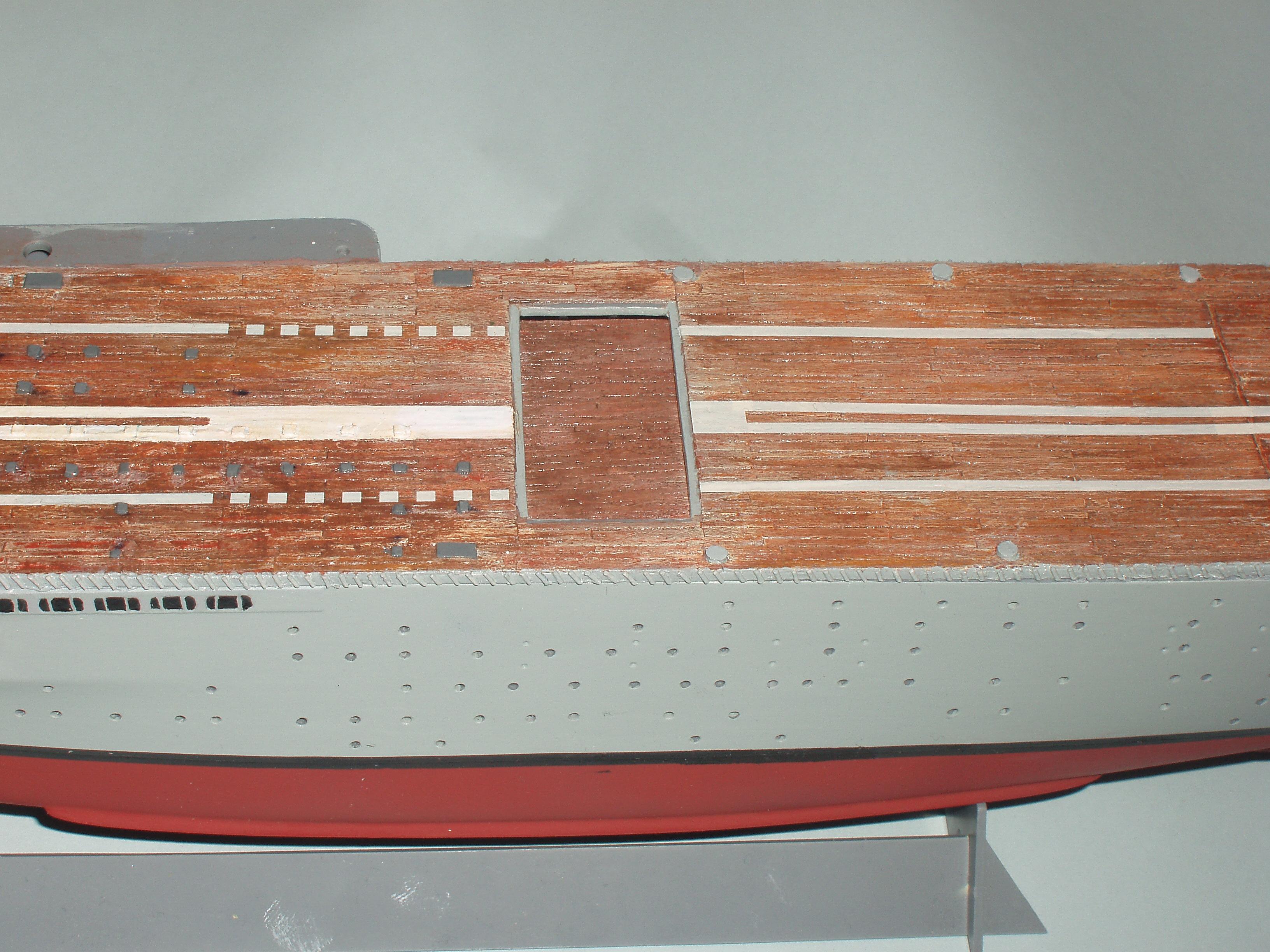 Le porte avions BEARN de l' ARSENAL 991837dio004