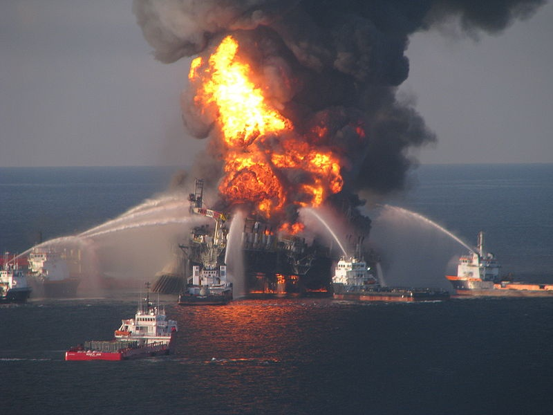 Le pic de pétrole est-il passé ? - Page 2 995415800pxDeepwaterHorizonoffshoredrillingunitonfire