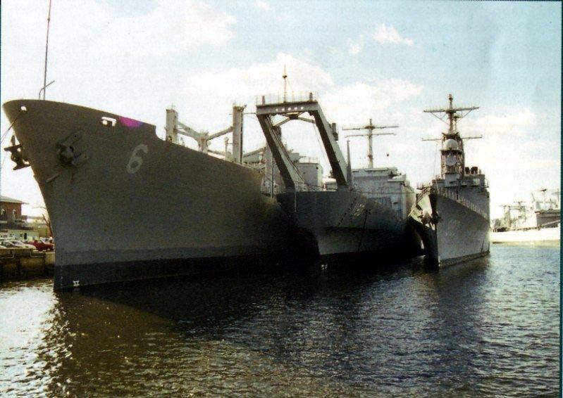 LANDING SHIP TANK (LST) CLASSE NEWPORT  997058USSBoulderUSNSSanDiegoetUSSKiddPhiladelphie1999