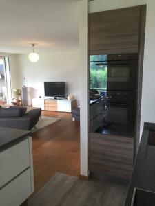 Relooking séjour : meuble TV mural, rideaux et .... Mini_37613220160829IMG3076