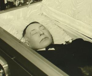 Montrer la mort ou la cacher? - photographies funéraires - Page 2 Mini_395098eded10