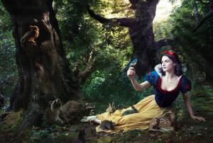 Les stars posent pour Annie Leibovitz pour les campagnes marketing Disney - Page 4 Mini_439881Blancheneige2