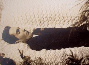 Montrer la mort ou la cacher? - photographies funéraires - Page 2 Mini_441072T2eC16hHJHYE9nzpgJFTBQRPmtMw6057