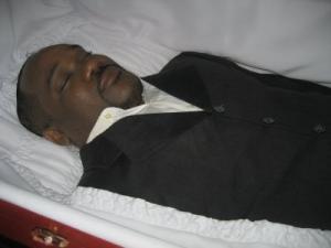 Montrer la mort ou la cacher? - photographies funéraires - Page 2 Mini_576745cadaver01