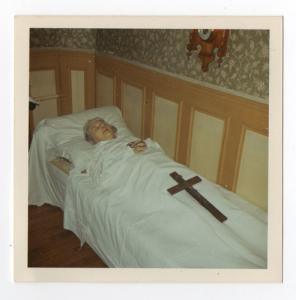 Montrer la mort ou la cacher? - photographies funéraires Mini_625984KGrHqZHJBIFBI33cfgBQYHYKwFg6012