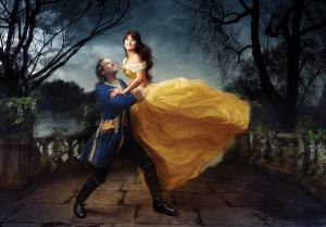 Les stars posent pour Annie Leibovitz pour les campagnes marketing Disney - Page 4 Mini_661448belleetlabte