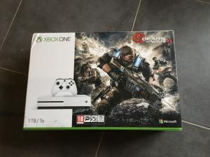 Xbox one 1to Gears of war 4 Mini_760535IMG44311