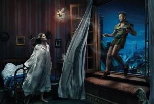 Les stars posent pour Annie Leibovitz pour les campagnes marketing Disney - Page 4 Mini_851412Peterpan
